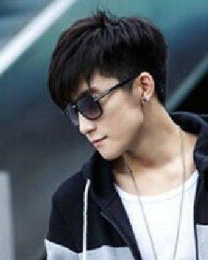 男生斜刘海发型推荐 帅气型男范发型