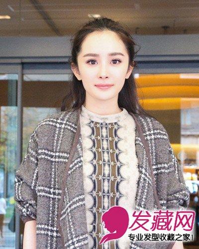 半扎的公主头发型超显甜美气质,难得露出整个额头的杨幂更显甜美可爱