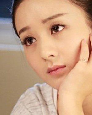 《实习生》赵丽颖童颜 清新简约的扎发发型图片