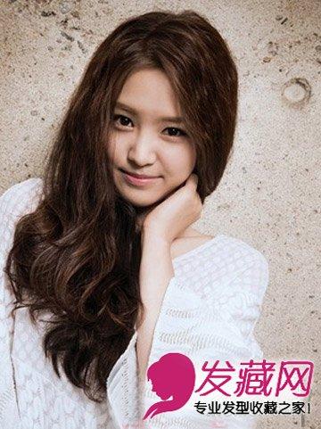 圆脸适合发型 > 鹅蛋脸适合什么发型 甜美的韩式斜刘海长卷发  导读