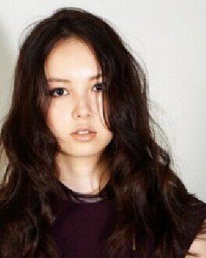 刘海卷发发型设计 长卷发大脸也变小脸图片