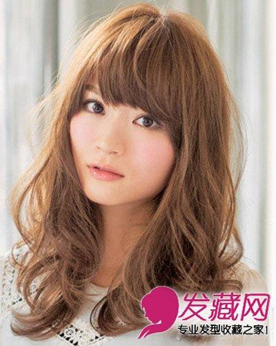 圆脸适合什么发型 咖啡色的中长波浪卷发(5)