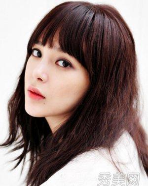 方脸适合的刘海发型 韩式齐刘海气质超赞图片