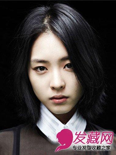 什么发型显脸小 甜美韩式披肩中分卷发 →森女系的长发发型 中分巧