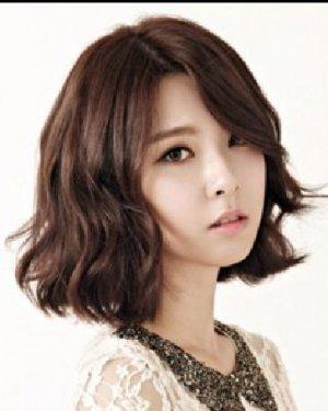 圆脸适合的发型设计 韩系潮流范儿的短发烫发图片