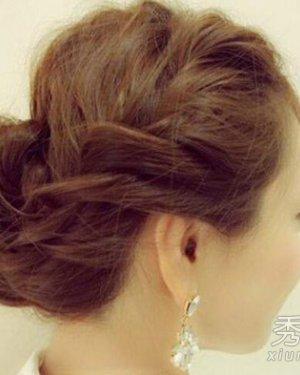 长卷发盘发方法图解 美丽优雅的长卷发的盘发教程