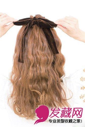 > 公主头编发 蝴蝶结 diy简单俏皮可爱发型(10)  导读:为了遮住扎头发