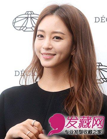 2015年韩式发型流行趋势 优雅气息的侧边卷(8)