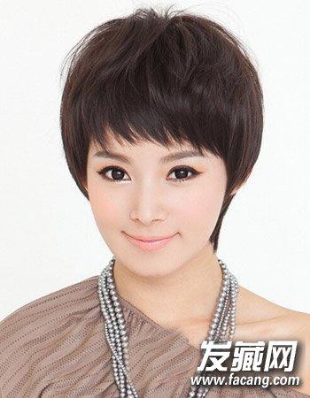 韩式波波头乖巧可爱(5)  导读:蓬松的短发造型,加上深棕色的时尚染发