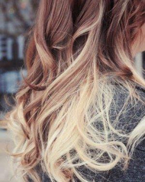 浪漫的波浪卷发+渐层染发 风靡好莱坞的渐层染发