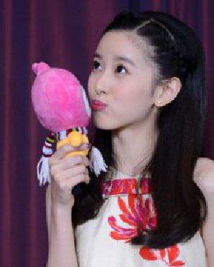奶茶妹妹最新刘海编发 轻松复刻明星发型