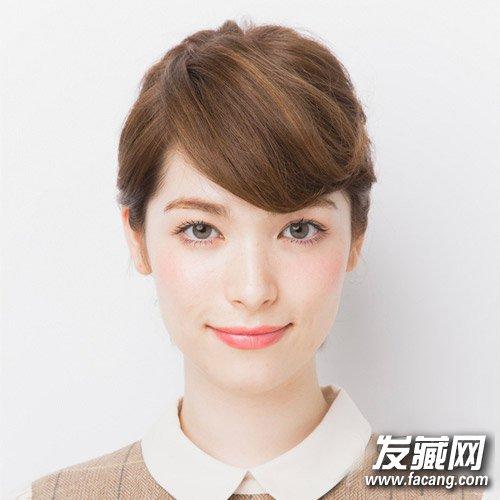 导读:style 3 斜刘海短扎发 斜刘海外翘当让短发十分的吸睛,扎发将