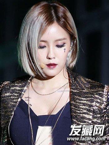 非常适合方脸型mm来打造的一款韩式短发发型,侧分的短发烫发清爽图片