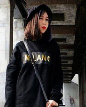 流行长刘海斜分发型 烫染结合时尚更有个性