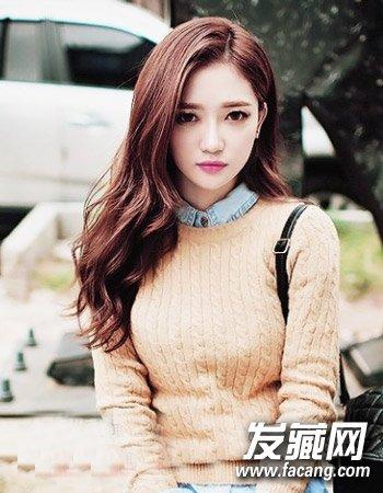 自然的一款韩式长发烫发发型