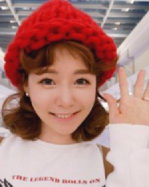 流行韩国女生扎发发型 精致的双花苞头卷发最可爱