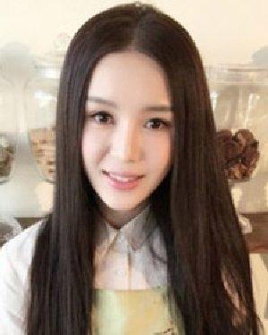 鲁筱冉清纯校花发型靓丽迷人 长直发清纯可人