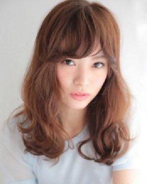 头发少适合什么发型 蓬松的中长发卷发发型设计