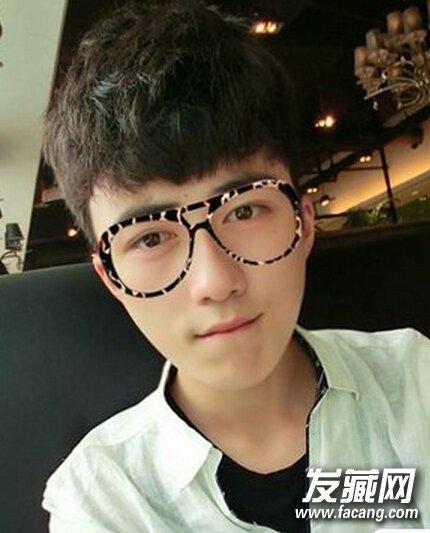 王俊凯女装 →奶爸吴尊帅气发型图片盘点