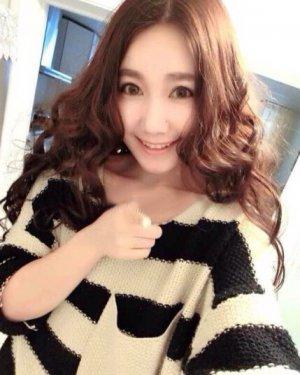 发型潮流的趋势 韩国中分梨花头甜美温柔