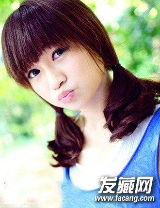 圆脸长发怎么扎好看      对于中发的女孩,最简单又可爱的发型,当属双
