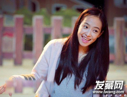 太子妃张天爱最新街拍造型 长卷发搭配风衣 →iu李智恩加盟湖南