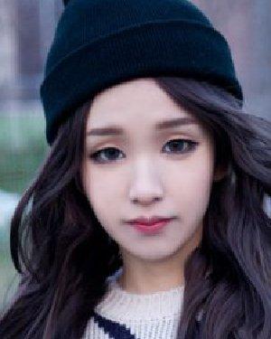 今年最流行亚麻色染发颜色 韩式大卷不容错过