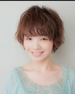 圆脸适合什么短发 中分的齐肩发型(4)