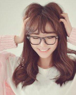 可爱的韩式中长发烫发发型