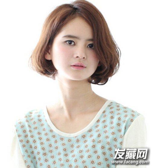 发型点评:中分齐肩梨花头短发发型,可以将圆脸完美打造