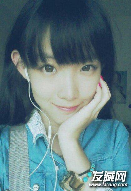 碎直发修剪的齐刘海,很好修饰了可爱的圆脸型,更让女生变得清纯迷人.