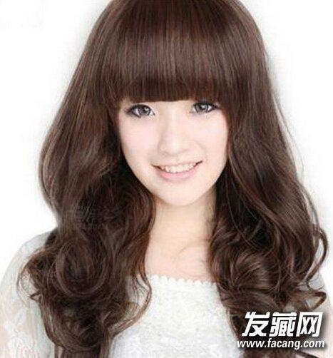 给人萌萌哒的感觉发型 空气感齐刘海中长发发型(4)