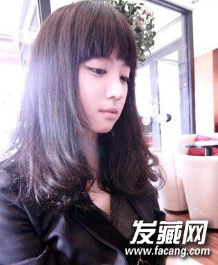 【图】齐刘海中长发烫发发型