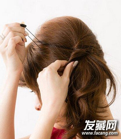 韩式中长发盘发发型步骤(2)