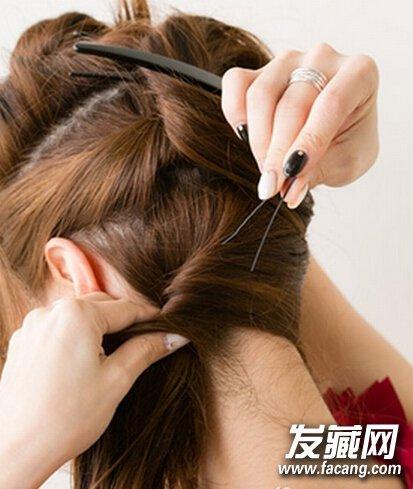 韩式中长发盘发发型步骤(3)图片