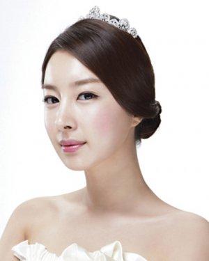 新款韩国新娘皇冠盘发发型