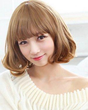 齐刘海波波头可爱时尚烫发