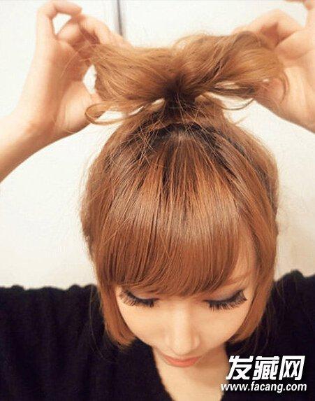 五分钟搞定蝴蝶结丸子头发型(2)