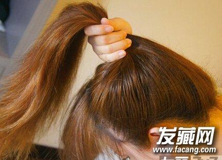 低马尾扎发图解 →柔顺飘逸的长直发 丸子头简单清爽扎法图解 丸子头
