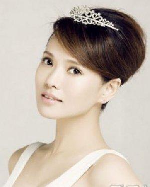 准新娘伊能静优雅发型 魅力青春