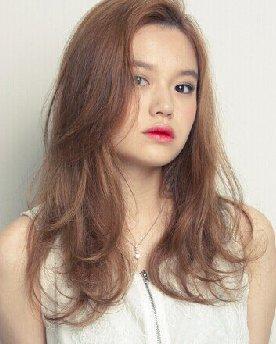 浅亚麻棕色的染发颜色 晋级时尚