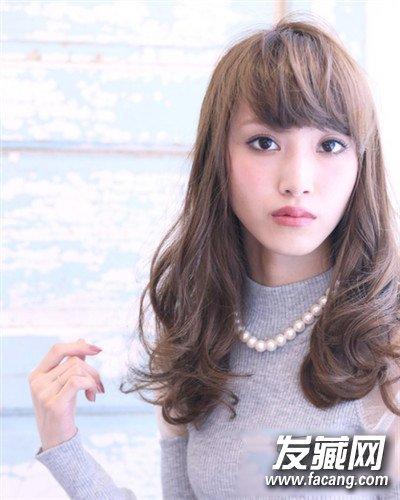 款波波头卷发的刘海设计 圆脸妹子看这里 →齐肩短发发型设计图片