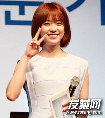 俏皮可爱的韩系齐刘海短发发型,内蓬松设计的清新短发发丝轻盈飘