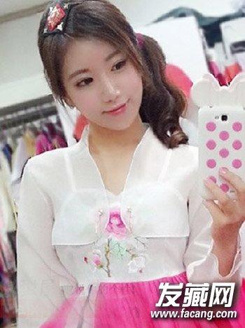 发型 > 韩国最美体育老师走红 迷人波浪栗色大卷发(7)  导读:身穿汉服