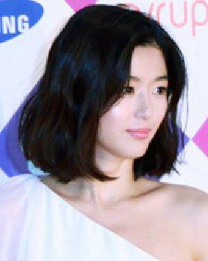 女生圆脸适合什么短发 修颜减龄的圆脸短发发型
