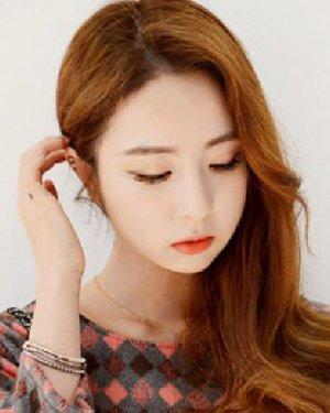 > 韩式发型扎发步骤