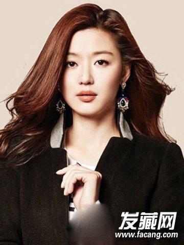 发型播报 女人味十足的韩式微 →什么短发最流行 微卷 黄金比脸小一半