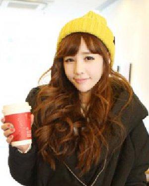 女生的清新可爱浪漫女生长卷发发型 长短发诠释新春时尚