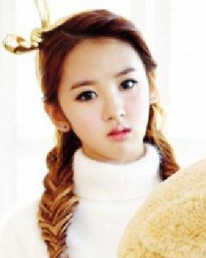 双马尾扎发娇俏可爱发型 韩式减龄双马尾扎法图解