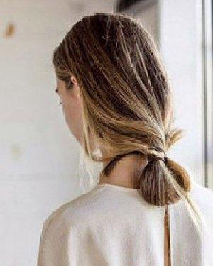 什么样的发型最好看 DIY打结马尾长发更有型